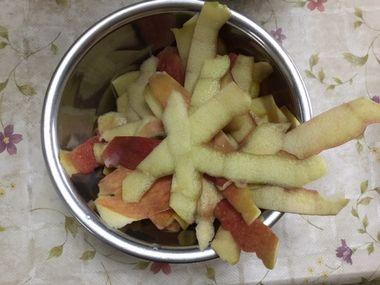 りんご5個分の皮です。