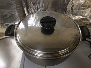 ふたをした鍋です。