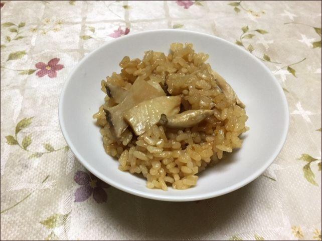 らっこが炊いたエリンギご飯です。