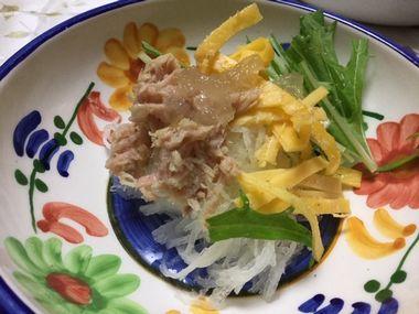 錦糸卵ののったサラダです。