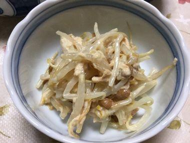 ツナマヨで和えたもやし納豆です。