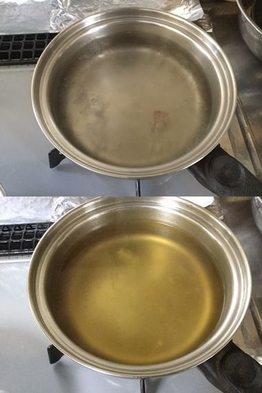 沸いたお湯とブイヨンを溶かしたスープです。