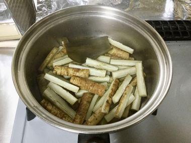 やわらかく煮えたごぼうです。