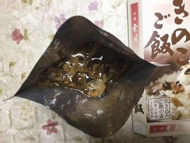 京都雲月のきのこご飯のレトルトパウチの中身です。