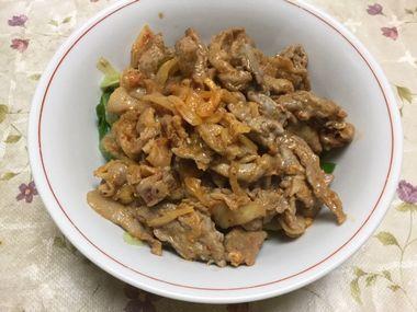 野菜で上げ底焼き肉です。