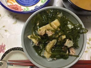 ご飯にのったすき昆布のサラダです。