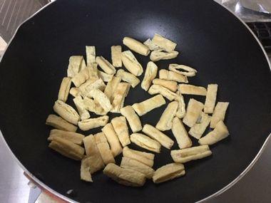 カリカリに焼けた油あげです。