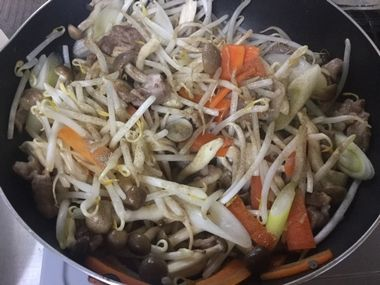 野菜に味をつけています。