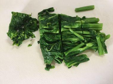 食べやすい長さに切った菜の花です。