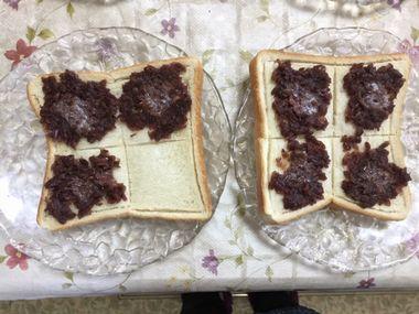 焼けてぼたーが溶けた小倉トーストです。