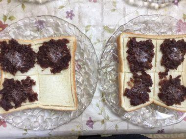 焼けてバターが溶けた小倉トーストです。