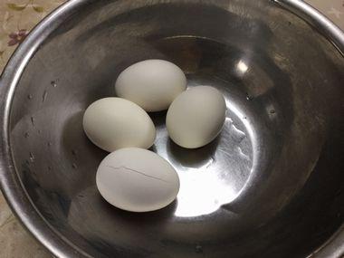 温泉卵を作っています。