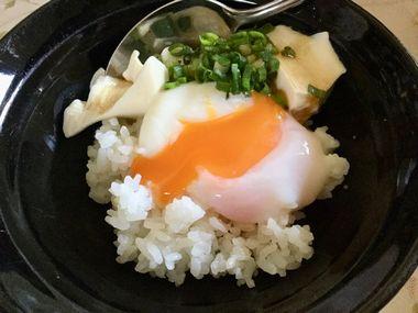 温泉卵と豆腐丼です。