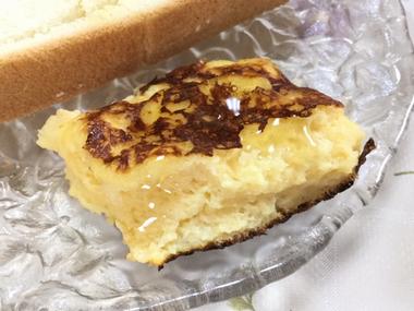 かじりかけのフレンチトーストです。