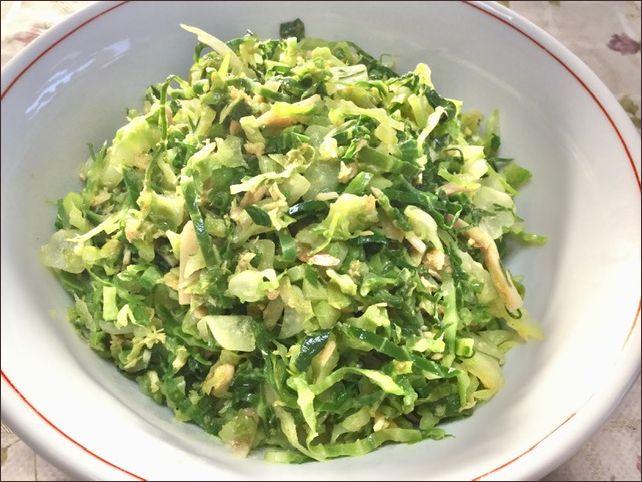 らっこが作った、椎茸の軸入りキャベツの外葉のツナカレー味です。