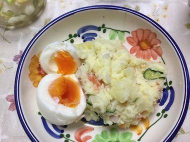 ポテトサラダに茹で卵です。
