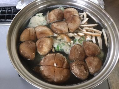 椎茸と鶏団子のスープです。