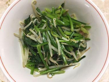 ホウレン草ともやしの野菜炒めです。