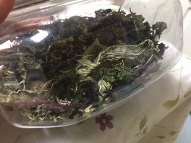 容器に入った乾燥海藻です。