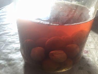 琥珀色に変化したおいしい梅酢漬けです。