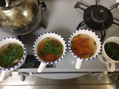 小ねぎを散らした白菜汁のスープです。