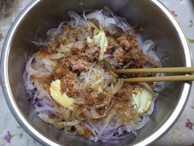 紫玉ねぎとマヨ醤油ツナおかかです。