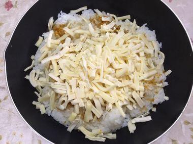 中華スープの素とカレー粉とミックスチーズご飯です。