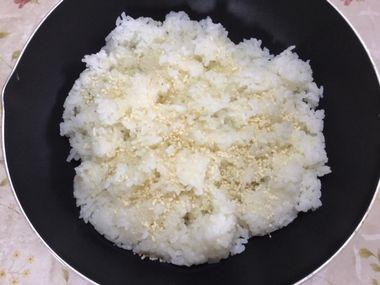 中華スープの素とご飯です。