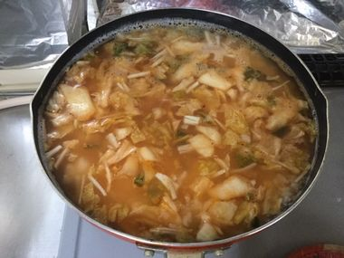 キムチ雑炊を作っています。