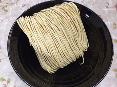 手折りラーメンの麺です。