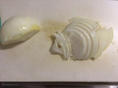 薄切りにした玉ねぎです。