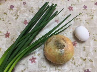 玉ねぎと小ねぎと卵です。