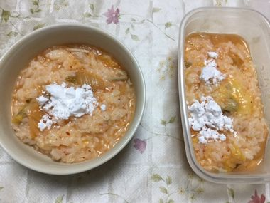 残り雑炊に片栗粉を加えたところです。