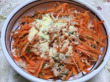 にんじんサラダのツナ紫蘇チーズ味です。