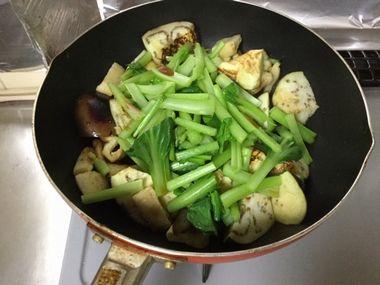 小松菜の茎に火が通っています。