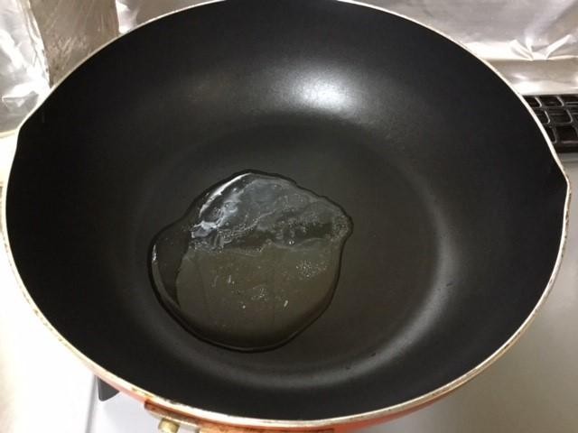 フライパンにたまったツナ缶の油です。
