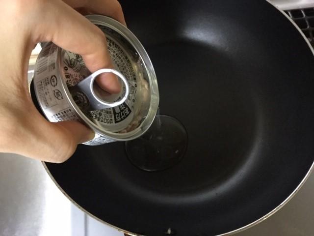 ツナ缶の油を炒め油に利用しています。