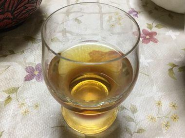 漬けて3ヶ月後の琥珀色のブランデー(風)梅酒です。