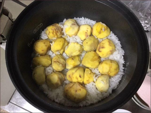 らっこが初めて炊いた栗ごはんです。