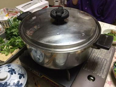 すき焼きを作っています。