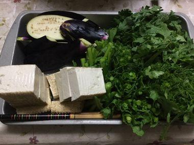 春菊とナスと焼き豆腐です。