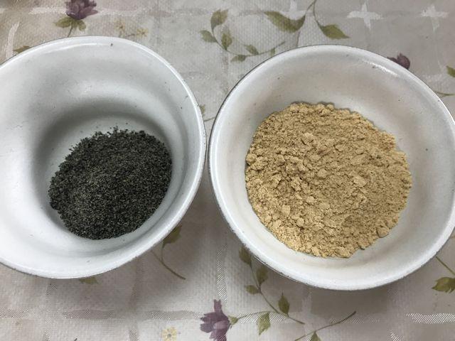 使い切れなかったきな粉と黒ごまです。