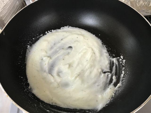 まるでクリームのような状態の塩です。