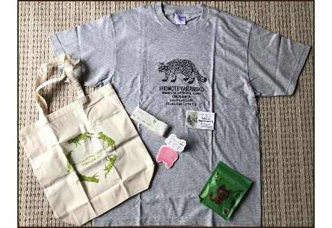 イリオモテヤマネコ柄のTシャツとメモ帳とエコバックと黒糖です。