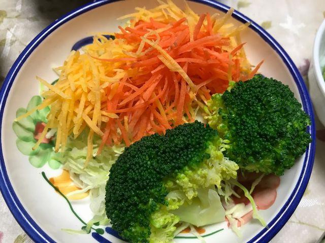 いろどり綺麗なブロッコリーとにんじんのサラダです。