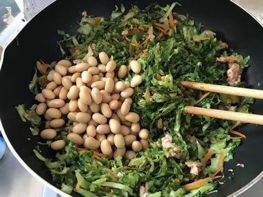 蒸し大豆を加えています。